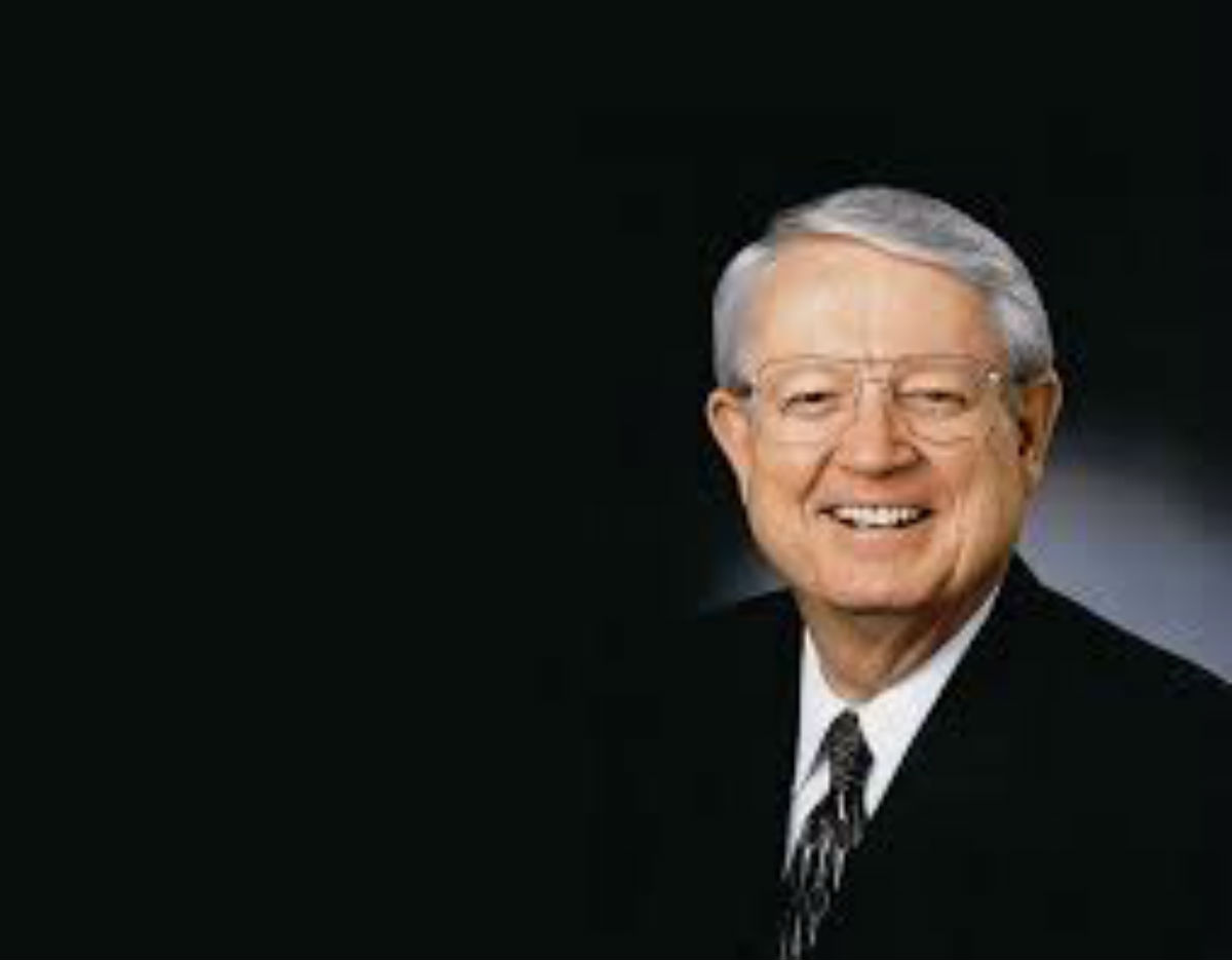 Analyzing Unselfishness  May 19, 2019  by Charles R. Swindoll